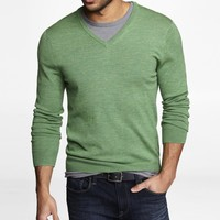 FITTED MERINO WOOL V-NECK SWEATER