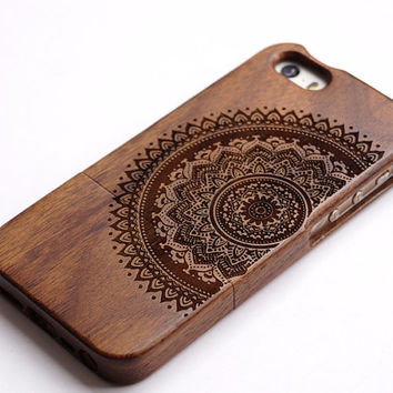 wood iPhone 5s case,  iphone 5 wood case,iphone 5c case wooden iphone 6 case .iphone 6 plus case  Engraved  mandala case gift