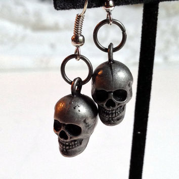 Metal Skull Earrings, Creepy Jewelry, Skeleton Grin, Dangle Earrings, Halloween Accessory, Costume Jewelry, Pewter Color