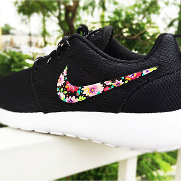 Nike Roshe Custom Floral design for Women, pink bouquet, lilac flower design with bronze tones,