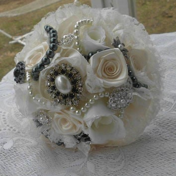 Wedding Bouquet, Brooch Bouqet, Broche Bridal, Pearls, Ivory, Gothic inspired Lace, Black, Bridesmaid Roses, Fabric Flower Bouquet, weddings