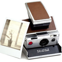 Retro To Go: Classic 1970s Polaroid SX-70 instant camera returns
