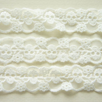 2 Yards Skull Lace Trim 30mm wide Pure White by misssapporo