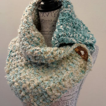 Crochet sea green and cream button scarf. Katniss Inspired cowl. scarf Chunky. Made by Bead Gs on ETSY. Wood Button. Winter Scarf.