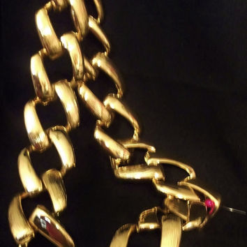 SALE ITEM! PrIcE ReDuCTiOn...Vintage 1980's, Gold Tone Chain Link Necklace, Huge, Grungy, Big Link Chain Necklace, Chunky, Designer Quality