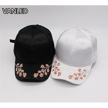 2017 New Fashion Women Solid Flower Embroidery Casual Baseball Hat