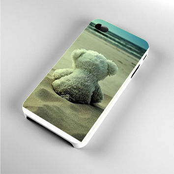 Little Teddy Bear in Beach iPhone 4s Case