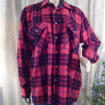 Size Large Mens Black and Red Flannel Shirt 2 Button Pockets Boyfriend Shirt 90's 80's 70's Style Clothing Buffalo Plaid Unisex