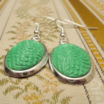 Green earrings with handmade polymer clay by NellinShoppi on Etsy