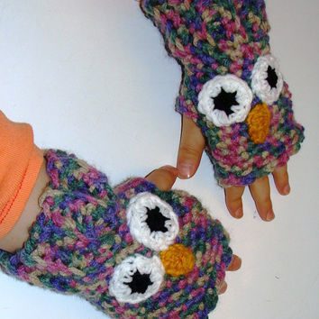 Crochet owl fingerless gloves in multi-shade pinks and purples. Child size medium. Ready to ship