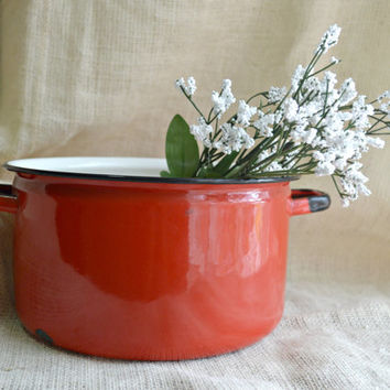 Vintage Enamelware Round Red Pot with handles// Red shabby chic enamel pot // Farmhouse decor // Rustic ketchen decor red stock pot