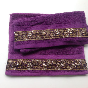 Purple Hand Towel set of 2,  Decorative Bathroom decor, Gift for Her, Housewarming Gift, Holiday Gift for New Home, Purple Lace towel Set