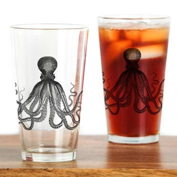 VINTAGE KRAKEN OCTOPUS SEA CREATURE DRINKING GLASS
