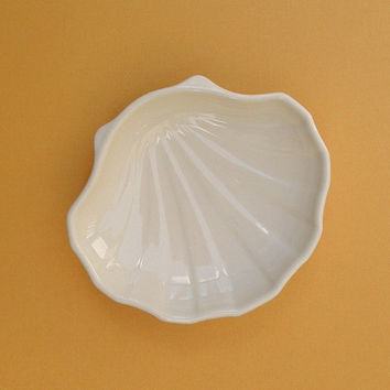 seashell soap dish pfaltzgraff sea shell vanilla white ceramic trinket dish nautical beach decor