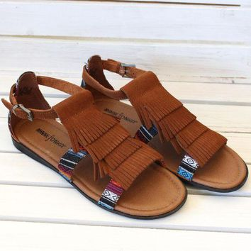 ONETOW Minnetonka: Maui Fringed Sandals {Brown}
