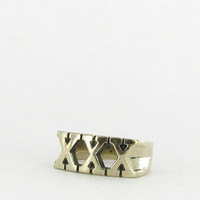 Marché Noir XXX Straight Edge Ring