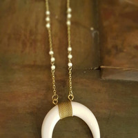 Stick A Horn It Necklace: White