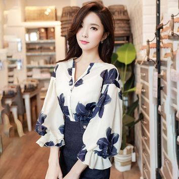 Dabuwawa Beige Spring Three Quarter Sleeve Floral Print Blouse Sexy V Neck Ruffle Shirts Vintage Women Tops And Blouses