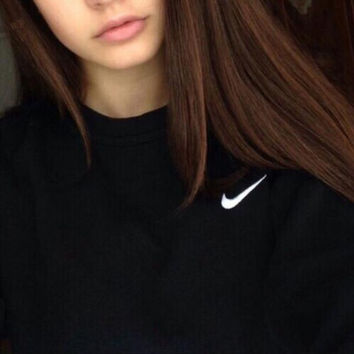 Nike Round Neck Top Pullover Sweater Sweatshirt