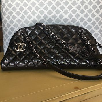 Auth CHANEL Medium Black Just Mademoiselle Patent Leather Bowling Bag Purse EUC