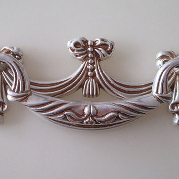 Shabby Chic Dresser Pull Drawer Pulls Door Handles Antique Silver / French Country Vintage Furniture Cabinet Knobs Pull Handle
