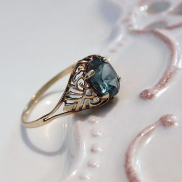 Vintage Ladies Filigree Blue Spinel Ring 10k yellow gold teal oval size 10 December birthstone