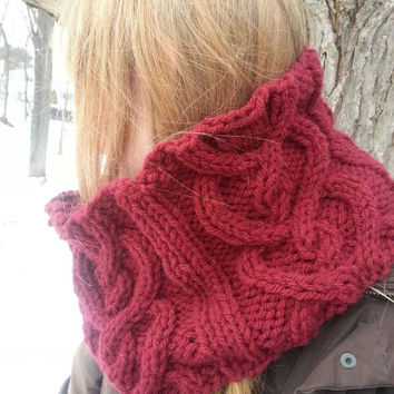KNITTING PATTERN: Outlander inspired hearts cable cowl, DIY gift, chunky knit in bulky weight yarn Coupon Available!