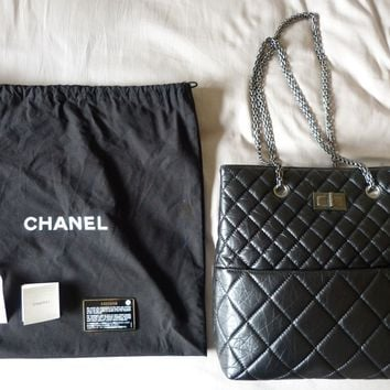 CHANEL Bag Purse 2.55 Reissue Quilted Black Shopper Zip Tote Chain Dustbag