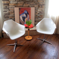 Pair VINTAGE MID CENTURY Modern Shell Armchairs Set of 2 White Fiberglass Arm Chairs Swivel Chrome Metal 4 Star or Group Base Mod Retro