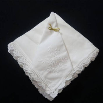 Set of 4 Vintage Linen Dinner Napkins, Serviettes in Off White with Lace Trim, Tone on Tone Embroidery, 19 In. Square, Vintage Table Linens