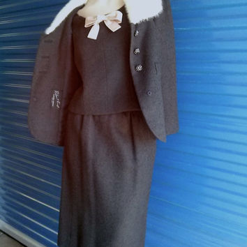 Vintage 1960s Wool Suit Mink Collar Charcoal Grey US6 8 B 36 W 26 201492K25