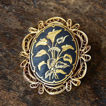 Vintage Damascene Brooch Oval Etched Floral Calla Lilies Gold Tone Cannetille Filigree Black Enamel 1960's // Vintage Costume Jewelry
