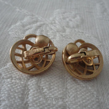 Trifari Gold Tone Pearl Swirl Weave Clip On Ladies Vintage Earrings