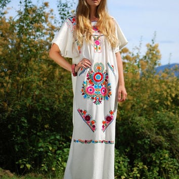 70s Mexican Embroidered Dress, Boho Maxi Dress Caftan Summer Oaxacan Dress Ethnic Hippie Dress, White Cotton Maxi Dress, Festival Boho Dress