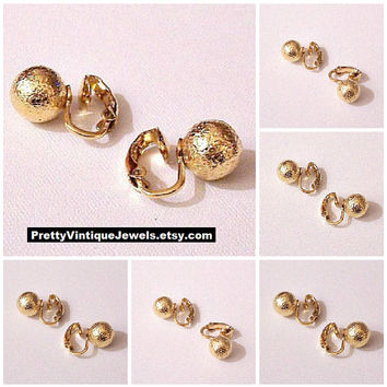 Trifari Frosted 9mm Bead Clip On Earrings Gold Tone Vintage Large Round Textured Buttons