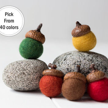 5 Felted Acorns. Felt Ball Acorn Ornaments. Christmas ornaments. Pom Pom. Wool Felt Ball. Christmas decorations. Gift wrap. Acorns.