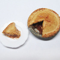 Dollhouse Miniature Apple Pie 1:12 scale