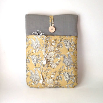 Yellow Macbook Pro 13 case, Macbook Air Case, Laptop Sleeve Mac Book Cover 13 . 3 inch Laptop Bag Sac Pocket, Pale Gold Vintage Wild Flowers