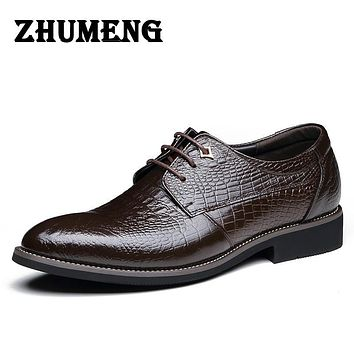 Vintage Carved Men Oxford wedding shoes Luxury Black formal Men Business Leather Shoes Men Flats for Office mens shoes sales