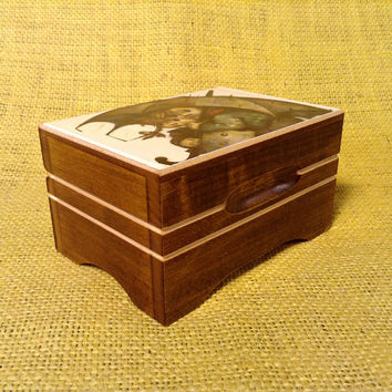 Lador Swiss Music Box - Two Children Beneath Umbrella - Plays Rain Drops Keep Falling