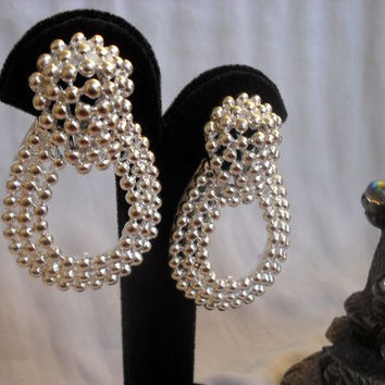 Vintage Big and Bold Silver Dots Statement Clip Earrings // Vintage Under 20 Dollars // Jewelry Under 20 // Free Shipping
