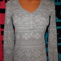 Victoria's Secret Gray and White Fireside Pajama PJ Top Snowflake Thermal  sz M