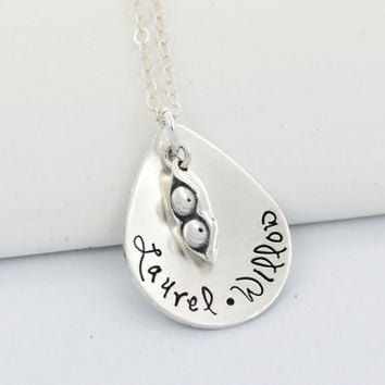 Personalized Mothers Necklace | Two Peas in a Pod Mother Child Necklace | Mother's Day Gift
