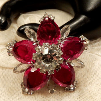 Beautiful Vintage Red Glass, Faux Seed Pearl and Rhinestone Star Brooch