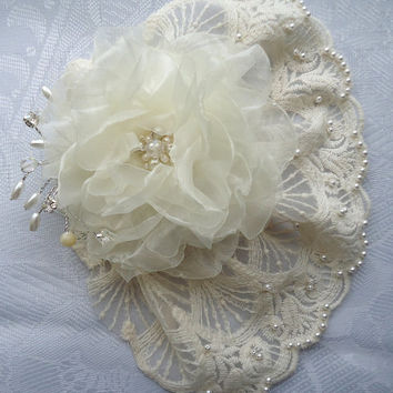 4 1/2 Inch Ivory Lace Mini Veil Adorned with Pearls  Detachable Organza Bridal Fascinator