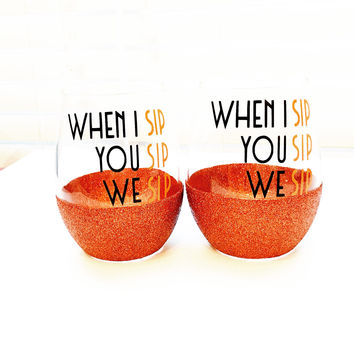 WHEN I SIP YOU SIP WE SIP -STEMLESS GLITTER WINE GLASS