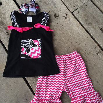 Minnie mouse appliqued shirt and Chevron shorts in Hot Pink Chevron plus zebra with hot pink hair bow * Great Disney outfit, Minnie outfit