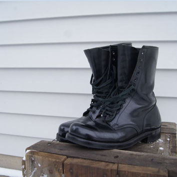 Vintage 90s Grunge Boots Biltrite Sole - Size 11 women's US, 10 men's US or size 9.5 - 12-hole Military Army Boots - Combat Boot