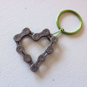UPCYCLED Bicycle Chain HEART 7 Keychain - Enjoy the Ride