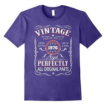 Vintage Born in 1976 42 Years Old Birthday T-Shirt